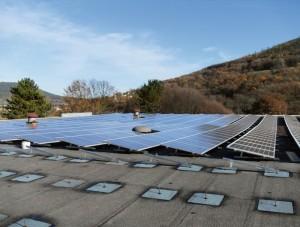 Photovoltaikanlage auf Dach geklebt Befestigung